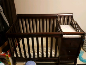 3 in 1 mini crib with change table