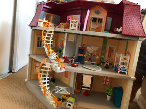 Play mobile dollhouse! Great condition!