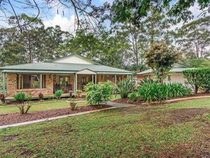 Triple living acreage in Mudgeeraba, close to schools and shops Mudgeeraba Gold Coast South Preview