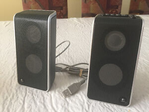 LOGITECH PORTABLE SPEAKERS W/ CASE