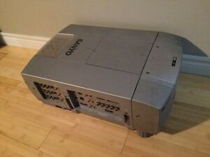 Sanyo xf10 lcd video projector