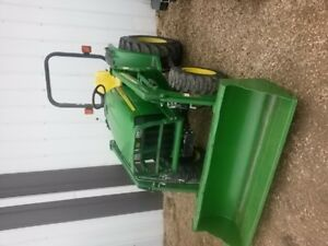John Deere 3038E Tractor  Loader