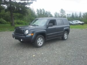 2014 Jeep Patriot SUV, !! 4X4 !! LOADED !! LOW KMS !!