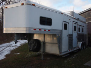 4 Star 3 horse slant with 7' short wall dressing room