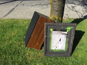 Free speaker and medicine cabinet (curb alert)