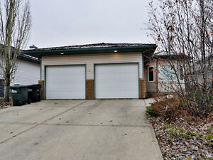 UNIQUE 3 BDRM CHARACTER HOME W/ GARAGE IN SHERWOOD PARK