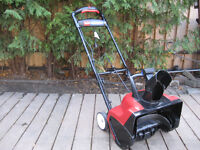 Like New Toro 1800 Power Curve Electric Snowblower Snow blower