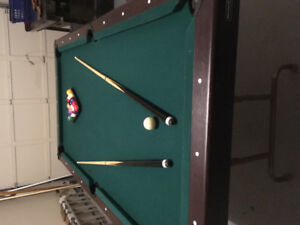 Small sized pool table