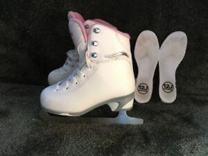 Patins artitique filles 12J et une robe de patinage artistique