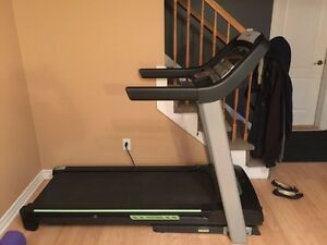 Treadmill. Horizon. Like new. Pick up in Laval.
