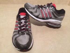 Women's Adidas Boost Running Shoes Size 6 London Ontario image 2