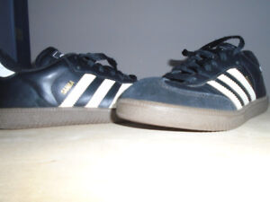 Boys Indoor Soccer Shoes - Size 5