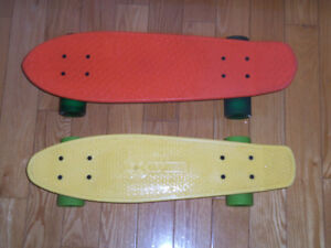 2 skate board, planches a roulettes game globe
