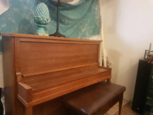 Piano for sale $100