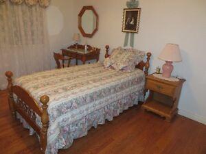 """39"""" bedroom set in Roxton Maple"""