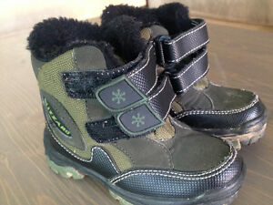 Boys winter boots size 6 Cambridge Kitchener Area image 1
