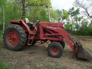 786 International tractor with loader