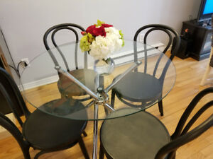 Glass dinning table $150