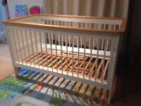 Izziwotnot Hemingway Cotbed and Changing Table