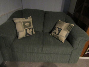 Love Seat, Stunning, Excellent condition, Next to New