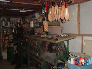 EQUIPMENT FOR LEATHER WORK AND MATERIALS