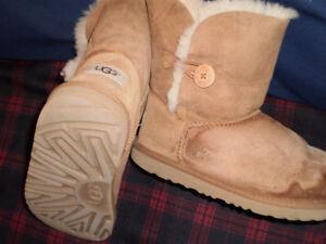UGG Bailey Button II Boots Sheepskin Lined, women's size 5 / 35