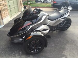 Can-Am Spyder RS-S SE5 Black and Grey