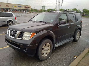 2005 Nissan Pathfinder LE SUV, Crossover