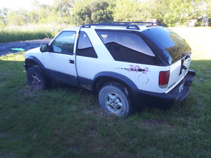 Parting out or selling 2000 blazer zr2
