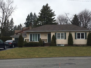 $1600 ALL INCLUSIVE FOR MAIN FLOOR OF SPACIOUS BUNGALOW!
