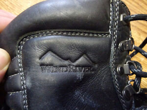 wind river isulated leather work boots