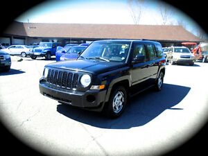 2009 Jeep Patriot Sport, LEATHER & AC,  **LOW KILOMETRE** 5Spe M