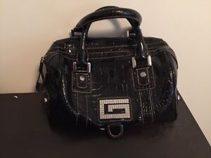 Guess purse !!!! Price reduced !!!