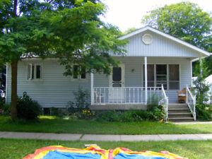 Port Elgin Cottage Rentals Near the Beach with A/C