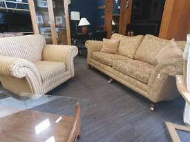 Beautiful contrasting sofa set £125