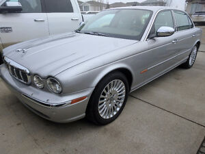 ###  A BEAUTIFUL 2005 Jaguar XJ8 VANDEN PLAS Sedan FOR SALE  ##