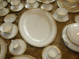 Royal Doulton China Gold Lace H.4989 Service for 12 Discontinued Kingston Kingston Area image 5