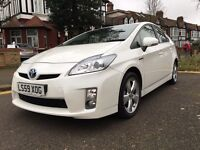 TOYOTA PRIUS HYBRID AUTOMATIC IN PEARL WHITE WITH FDSH