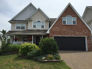 Executive Family Home walking distance to French School
