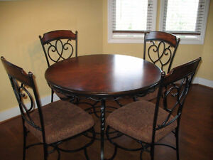 ISO: DINING CHAIRS Strathcona County Edmonton Area image 1