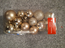 FREE Christmas Tree Gold Baubles