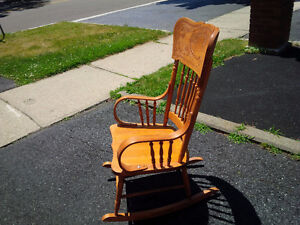Pressed back solid wood Rocking chair Kitchener / Waterloo Kitchener Area image 6