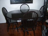Black Oak Pedestal Table with leaf and 4 chairs / delivery