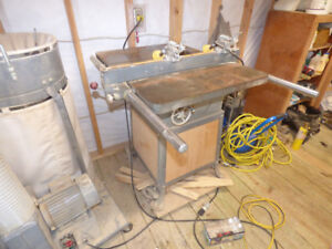 Very solid, older, table saw