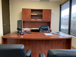 Beautiful Office L shape Desk with Hutch & Seats 10/10 Condition