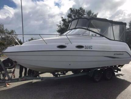 24ft Stingray cabin cruiser