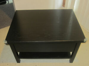 Extendable Brown wooden Coffee table with storage