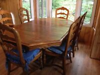Beautiful Solid Wood table & 6 chairs with rush seats