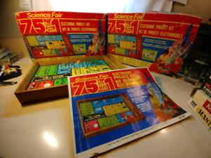 Deux (2) jeux Radio Shack vintage science fair
