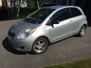1 Owner 2007 Toyota Yaris : A/C, 8 tires (4 new), & winter rims
